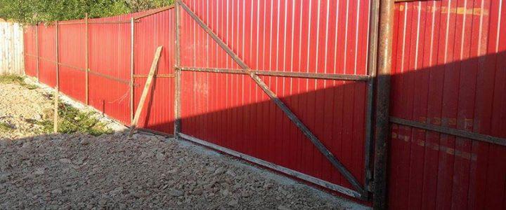 Bautagebuch Zwinger 1 – Die Aussenzäune sind fertig und dicht.